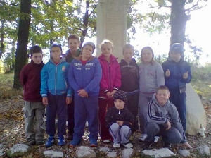 2013 - Children from the local school in Twardocice spend time cleaning up the Viehweg monument for us!
